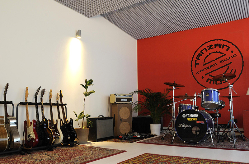 Tanzan Music Academy Guitar Bass Rock Fusion Courses Pop Soul Jazz Singing Playing Harmony Theory Composition