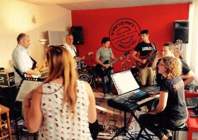 Musica d'insieme in studio Tanzan Music